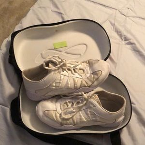 Nfinity Cheer Shoes w case